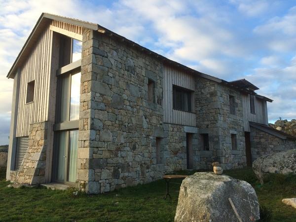 Superstructure pierre et bois