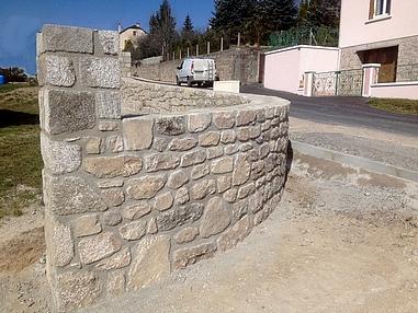 Arc de cercle et pilier